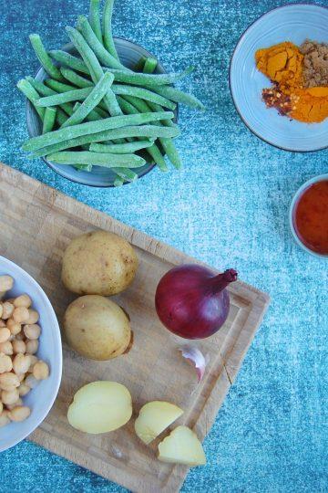 Nem curry med kikærter og grøntsager