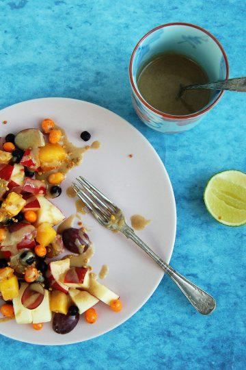 Frugt salat med sød tahin dressing